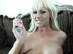 Juicy vixen Tanya James going solo on camera