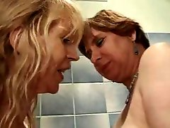 Conglomeration of a fat chick and skinny chick sucking and fucking