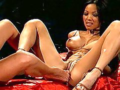 Two Sexy Babes Lick Each Other To Climax
