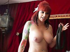 Kylie Ireland and Amber Rayne both have great lesbian sex experience