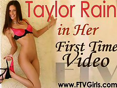 Taylor Rain plays with her ass