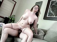 Kiki Daire milking Tommy Pistols boner with her hot lips