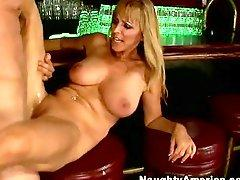 Lewd hot momma Nicole Moore cant live without to spread wide to get banged deep
