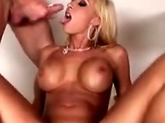 Busty whore Jessica Lynn sits her twat on a cock wHile blowing another one