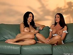 Chicks JElena Jensen and Jessica difeo enjoys a nice interview