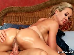 Attractive blonde riding masseurs pecker with lust