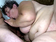 Fat old granny masturabates while they fucking in the bed
