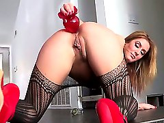 Sheena Shaw is getting used to work alone to entertain men. She uses all kinds of toys to persuade them to come an fuck her good. Today she will stretch her anal muscles.