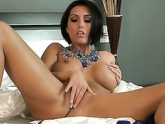 Luscious Dylan Ryder wakes up in